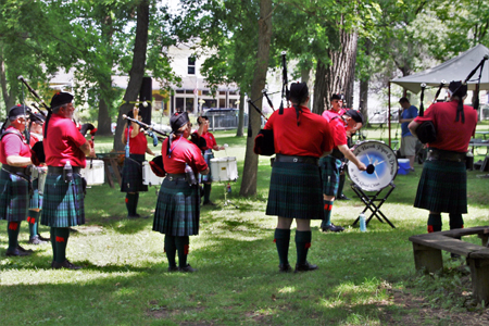 Black Hawk Pipes and Drums